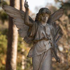 Große Engelstatue auf dem Friedhof