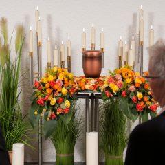 Trauerfeier mit Urne nach Feuerbestattung